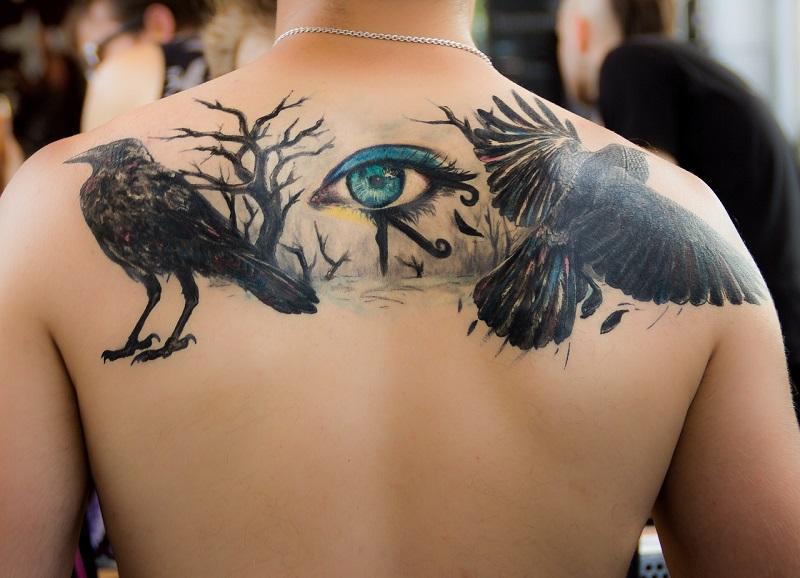 Čisté uteráky a teplá voda sú nutnosťou pre správnu starostlivosť o tetovanie